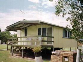 Cosy Cottages Amity Point - Tourism Gold Coast