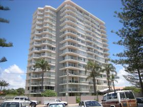 Pacific Regis Holiday Apartments - Tourism Gold Coast
