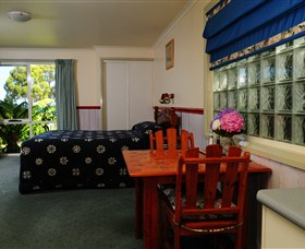 Crays Accommodation - Innes Street - Tourism Gold Coast