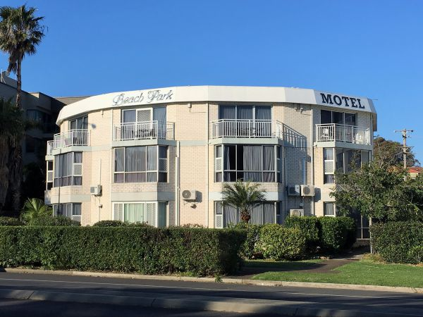 Beach Park Motel - Tourism Gold Coast