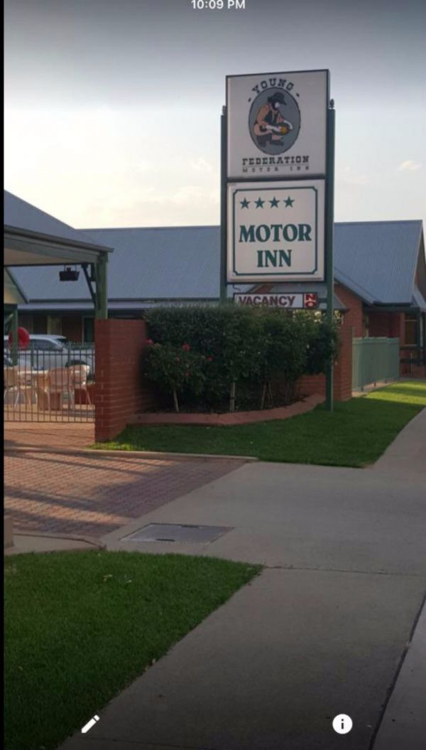 Federation Motor Inn Young - Tourism Gold Coast