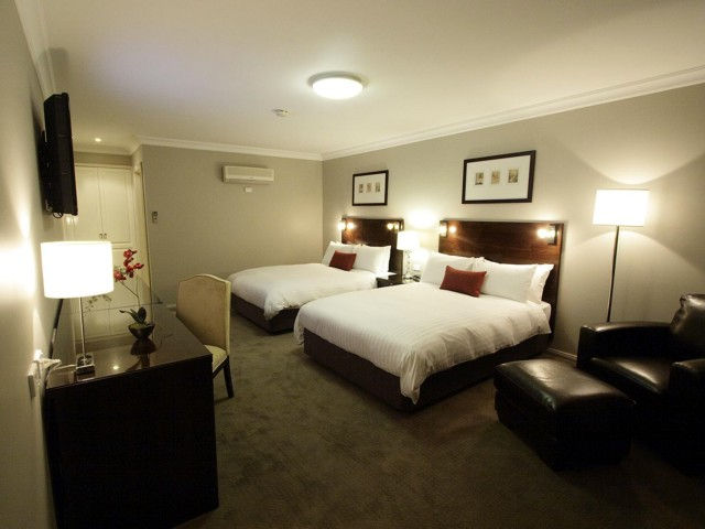 Carlyle Suites  Apartments - Tourism Gold Coast