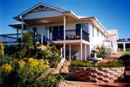 Lovering's Beach Houses - The Whitehouse Emu Bay - Tourism Gold Coast