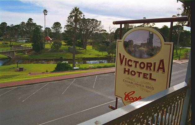 Victoria Hotel - Tourism Gold Coast