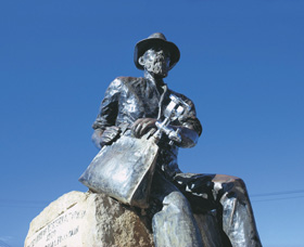 Paddy Hannans Statue - Tourism Gold Coast