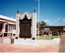Gayndah War Memorial - Tourism Gold Coast