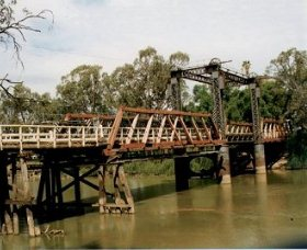 Swan Hill - Murray River Road Bridge - Tourism Gold Coast