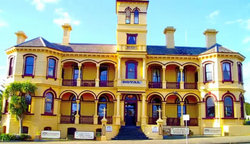 The Queenscliff Historic Royal Hotel - Tourism Gold Coast