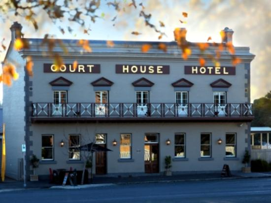 The Courthouse Hotel Bistro - Tourism Gold Coast