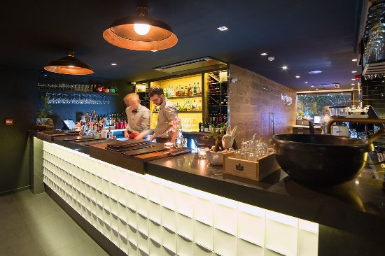 The Oakroom Kitchen and Bar - Tourism Gold Coast
