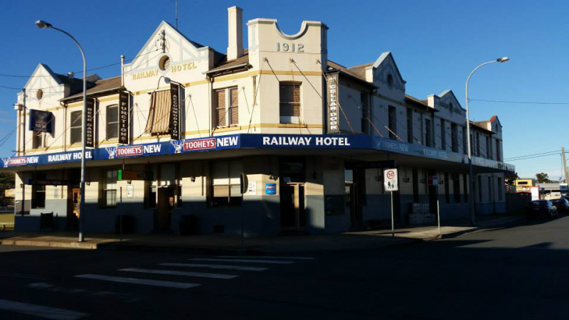 Railway Hotel - Tourism Gold Coast