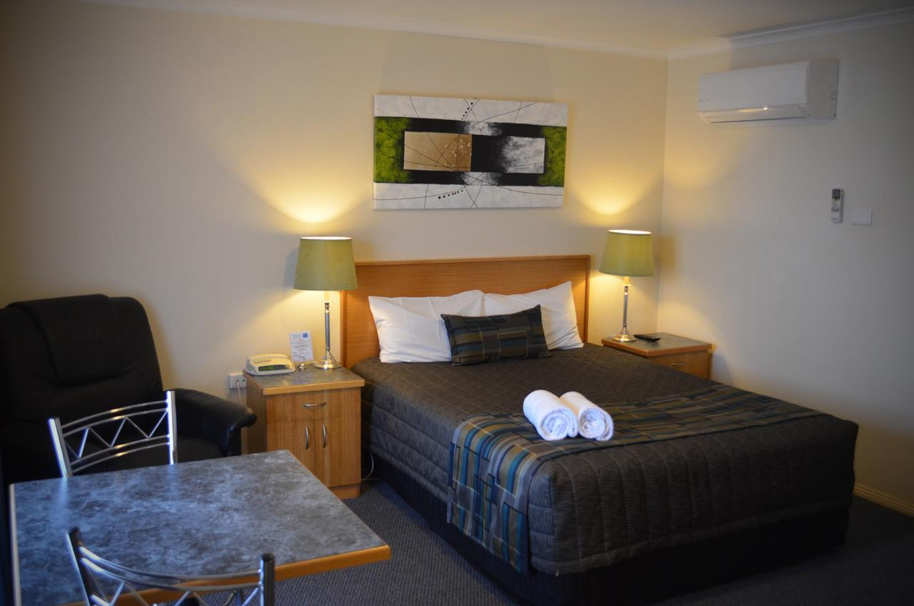 Arkana Motor Inn  Terrace Apartments - Tourism Gold Coast