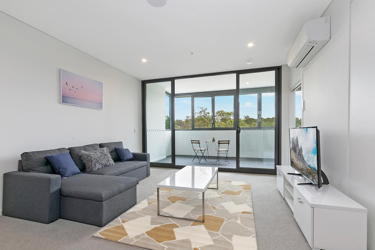 Stylish and Neat two bed apartment in Wentworth Point - Tourism Gold Coast