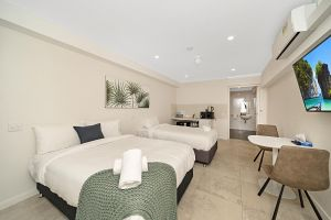 Carlton Suites - Tourism Gold Coast