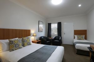 Cadman Motor Inn and Apartments - Tourism Gold Coast