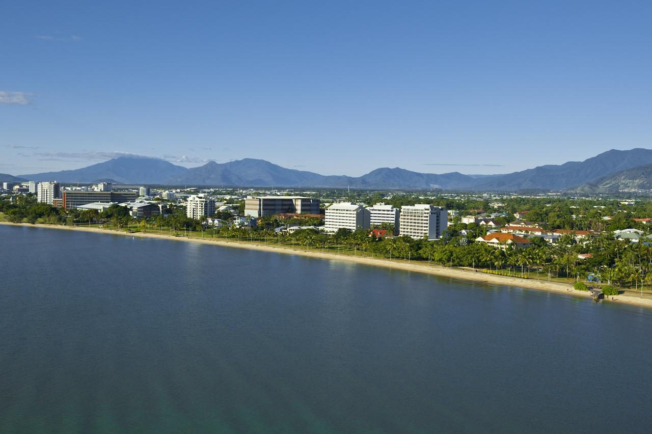 Holiday Inn Cairns Harbourside - Tourism Gold Coast
