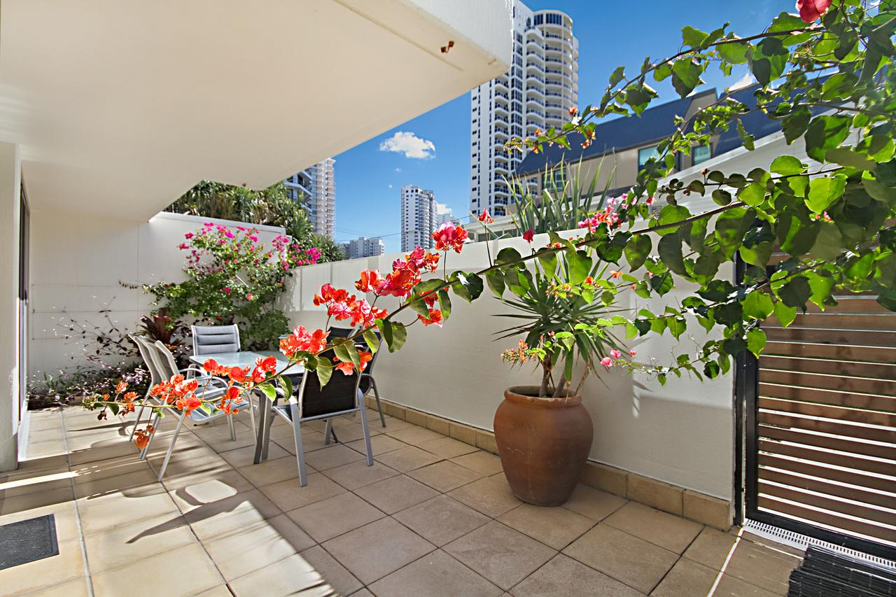 Hibiscus On The Beach - Tourism Gold Coast