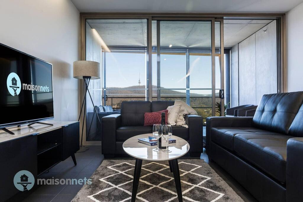 1 Bedroom Apt With Parking Walk to ANU - Tourism Gold Coast