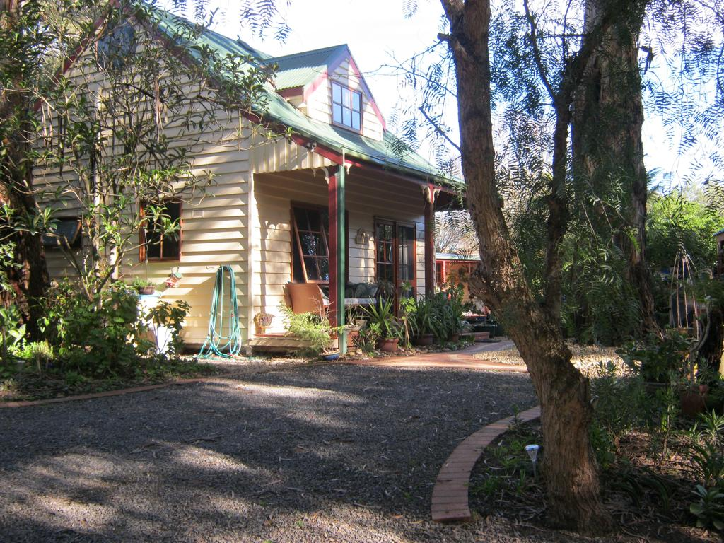 Ballarat cottages incorporating yarrowee cottage and Admirals cottage - Tourism Gold Coast